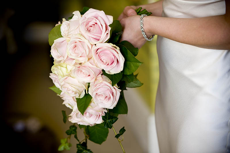 bride flowers roses and bracelet