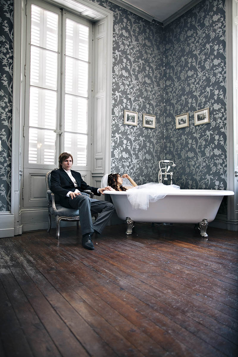 bride and groom in bathroom of chateau la durantie