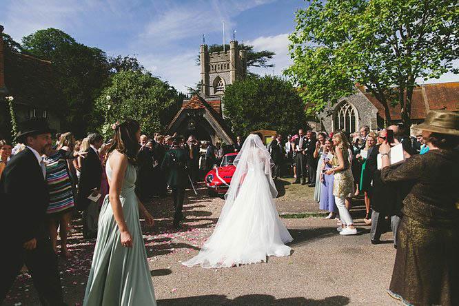reportage wedding photos in buckinghamshire