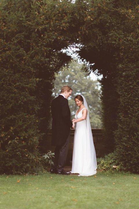 sudeley castle wedding bride groom shots