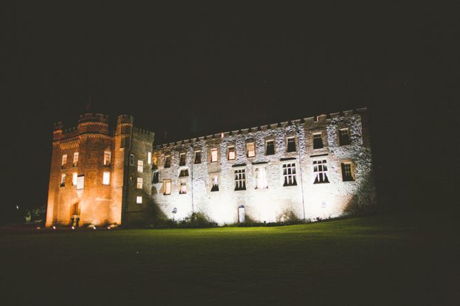 photo farnham castle at night